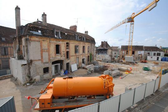 En juillet 2013, vue sur la façade extérieure de la maison Claudel dégagée après les déconstructions.